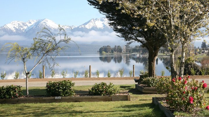 Acacia RentACampervan New Zealand - Camper Van Hire New Zealand - Lakeviews from Te Anau