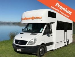 4 Berth Navigator with Shower/Toilet - Auto (RoadRunner)