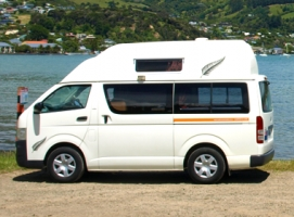 2+1 Berth Queenie with Toilet only - Manual (RoadRunner)